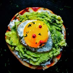 Bagel with avocado & egg