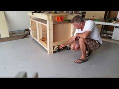 Editor Christopher Schwarz demonstrates how he has made Megan Fitzpatrick's workbench mobile by adding some flip-down casters. Workbench On Wheels, Workbench Casters, Kids Workbench, Industrial Workbench, Workbench Plans Diy, Workbench With Drawers, Portable Workbench, Building A Workbench, Workbench Designs