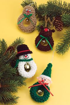 Crochet Christmas ornaments. Free pattern from crochet-world.com.