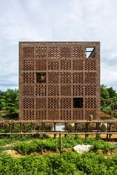 The 10 Best Global Architecture Projects of 2016 (Asia Africa and South America Not Excluded)Terra Cotta Studio / Tropical Space. Tropical Architecture, Brick Architecture, Vernacular Architecture, Contemporary Architecture, Amazing Architecture, Architecture Details, Architecture Portfolio, Brick Design, Facade Design