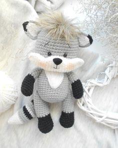 Енотик 20см… Crochet Toys Patterns, Amigurumi Patterns, Stuffed Toys Patterns, Crochet Dolls, Doll Patterns, Cute Crochet, Crochet Baby, Crochet Cluster Stitch, Plush Pattern