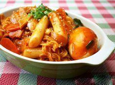 라볶이 Rappoki is a very popular fusion dish among young generation in Korea. It's a combination of Ramyon and Toppoki with added vegetables and fish cake. 6.000KD