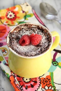 From Nutella mug cakes to chocolate mug cakes; here are the only 12 mug cake recipes you could need, for making a mug cake in the microwave. Single Serve Desserts, Sweet Desserts, Delicious Desserts, Yummy Food, Nutella Mug Cake, Chocolate Mug Cakes, Mug Recipes, Cake Recipes, Dessert Recipes