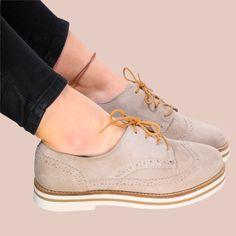 Los zapatos Oxford son un esencial que no puede faltar en tu armario esta temporada Descubre la colección de Coolway en nuestras tiendas y en https://www.zapatosmayka.es/es/catalogo/mujer/coolway/motorista/zapatos/170036063323/avocat/