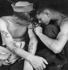 Reminds me of my brother. Much-inked American sailor having another tattoo done by a shipmate aboard the battleship USS New Jersey during WWII. Date taken: December 1944 Photographer: Charles Fenno Jacobs Marine Tattoos, Navy Tattoos, Sailor Tattoos, Nautical Tattoos, Ship Tattoos, Arabic Tattoos, Dragon Tattoos, Boat Tattoos, Western Tattoos