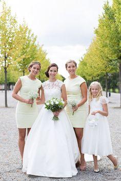 bröllop bröllopsfotograf brud tärna tärnor brudnäbb brudklänning drottningholm