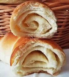 Tejes – vajas kifli Canapes, Food Photo, Bagel, New Recipes, Bread, Baking, Jamie Oliver, Baguette, Brot