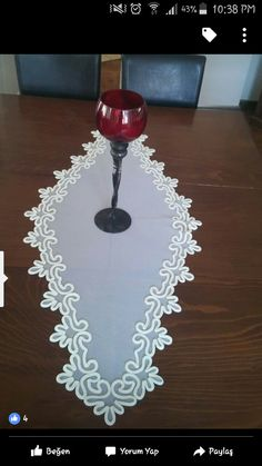 This Pin was discovered by nur Diy And Crafts, Arts And Crafts, Point Lace, Cut Work, White Embroidery, Bargello, Crochet Doilies, Fabric Flowers, Table Runners