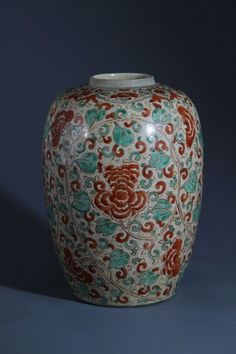 Ge-Kiln Porcelain Jar with Polychrome Glazed Design Kangxi six character marks on base H:31cm;D:20.5cm