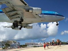 Landings at the Princess Juliana airport in the island of St. Maarten, famous for its short landing strip - 2180 m only!