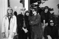 The Velvet Underground y Nico y Andy Warhol. De izquierda a derecha: Nico, Andy Warhol, Moe Tucker, Lou Reed, Sterling Morrison y John Cale. The Velvet Underground, Underground Music, Andy Warhol, Jane Fonda, Jim Morrison, Martin Luther King, Life Magazine, David Bowie, Maureen Tucker