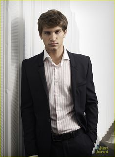 keegan allen wrapped on pll messages 07