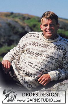 """aig no et 4 - DROPS - DROPS ladies or men's jumper with pattern borders in """"Karisma"""" - Free pattern by DROPS Design Drops Design, Nordic Sweater, Men Sweater, Norwegian Knitting, Ravelry, Christmas Jumpers, Fair Isle Knitting, Mens Jumpers, Christmas Knitting"""