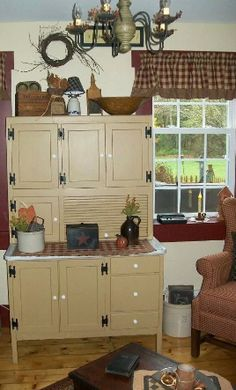 Thanks to Kim (NY) for this pic for her hoosier cabinet painted in our Olde Ivory, and kitchen walls in Buttermilk, plus, trim in Cranberry. Cheap Furniture, Kitchen Furniture, Home Furniture, Kitchen Walls, Primitive Furniture, Primitive Decor, Kitchen Cabinets, Primitive Country, Distressed Furniture