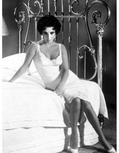 Elizabeth Taylor en slip dress dans le film Cat on a Hot Tin Roof en 1958