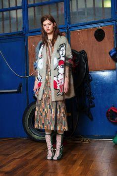Stella Jean Pre-Fall 2017 Fashion Show Collection: See the complete Stella Jean Pre-Fall 2017 collection. Look 7 Stella Jean, Fashion Week, Fashion 2017, Winter Fashion, High Fashion, Fashion Trends, Langer Mantel, Fashion Editorials, Vestidos