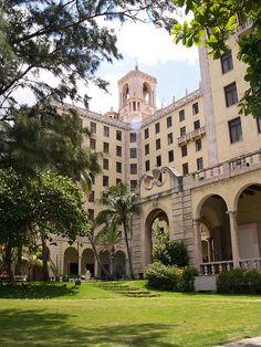 The Hotel Nacional de Cuba - potential ceremony venue Varadero, Beautiful Islands, Beautiful Beaches, Cuban Architecture, Havana Hotels, Cuba Itinerary, Places Ive Been, Places To Visit, Cuban People