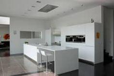 Le cube blanc : Cuisine de style de style Minimaliste par Luc Spits Interiors