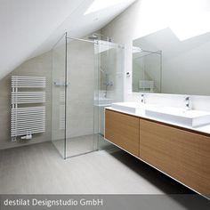 destilat verwirklicht ein Innenarchitektur-Konzept für ein Penthouse am Linzer Bachlberg.  Ein offener, großzügiger Wohnzimmer- Küche- Essbereich mit bis  …