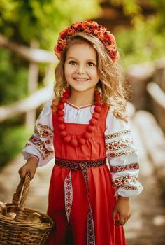 Little Russian girl in national dress Beautiful Smile, Beautiful Children, Cute Baby Girl, Cute Babies, Kids Laughing, Folk Costume, Little People, Children Photography, Kids And Parenting