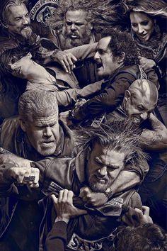 Sons of Anarchy   6ª temporada ganha novas fotos promocionais de elenco. Confira: http://spotseriestv.blogspot.com.br/2013/07/sons-of-anarchy-fx-divulga-o-primeiro-teaser-da-6-temporada.html #SOA #SAMCRO #FX