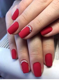 50 Stylish Christmas Nail Colors and How To Do Them Red Gel Nails, Red Acrylic Nails, Red Nail Art, Fun Nails, Pink Nail, Gorgeous Nails, Pretty Nails, Red Nail Designs, Christmas Nail Designs