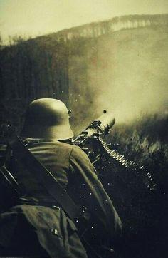 Industrial Warfare: machine gun, World War I Ww1 History, World History, Military History, German Soldiers Ww2, German Army, World War One, First World, Pin Ups Vintage, Ww1 Art