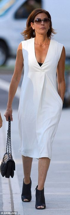 Love this dress~ Effortless: Actress Teri Hatcher 50, teamed a simple over-the-knee dress with open toe snake-skin booties