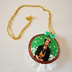 #necklace #handmade #mexico #fridakahlo #button #lace #cammeo #gold #pendant #circle #diegorivera #art #velvet #bow #green #cotton