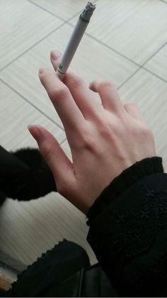画像 : 手フェチ画像集めてみたwww 女性なら分かる?男性の手・腕・血管 - NAVER まとめ Holding Hands