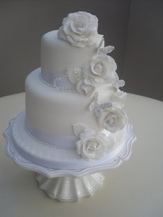 The color of white. Beautiful Cakes, Amazing Cakes, White Wedding Cakes, Wedding Cake Inspiration, Cake Tutorial, Bachelorette Cakes, Cake Decorating, Groom Cake, Pure Products