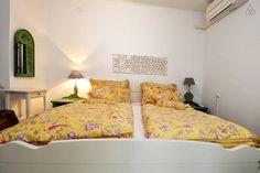 Schau Dir dieses großartige Inserat bei Airbnb an: Stanley Vintage Studio Apartment - Apartments zur Miete in Poreč Studio Apartments, Porec Croatia, Vintage, Bed, Room, Furniture, Home Decor, Ad Home, Bedroom