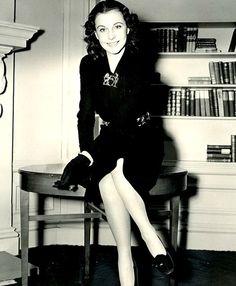 Vivien Leigh...movie star elegance...fragility....1940's glamor.