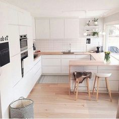 32 Popular Scandinavian Kitchen Decor Ideas You Should Try - Born in the coldest areas, the Scandinavian style includes pieces of furniture made of pine, serious lines and tones inspired from fjords. Source by jonathanwrick Kitchen Scandinavian Kitchen, Scandinavian Interior Design, Interior Design Kitchen, Scandinavian Style, Minimalist Scandinavian, Room Interior, New Kitchen, Kitchen Dining, Decorating Kitchen