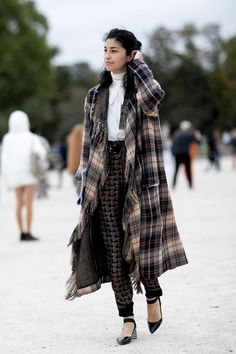 The Best Street Style From Paris Fashion Week SS17 #streetstyle #paris #fashion #fashionweek #ss17 #elleaus