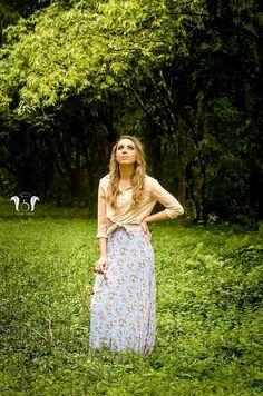 """""""A junção perfeita do Amor ocorre quando a beleza do verde, refletido na natureza, encontra o perfume e a graça da rosa, refletida na flor."""" Carol - Xerém - RJ"""