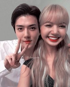 "➳ ✧ di Instagram ""🏹 Lisa & Sehun - - - - #lisa #sehun #blackpink #exo #lisablackpink #exosehun #kpop #manip #kpopedits #kpopmanip #hunlisa"" Exo Couple, Korean Couple, Kpop Couples, Kpop Exo, Jennie Blackpink, Fandoms, Blackpink Lisa, New Girl, Ikon"