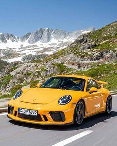 20 years ago the first 911 signalled the start of a new era for discerning sports car fans. Like no other Porsche the embodies… Porsche Panamera, Porsche Autos, Porsche Classic, Audi, Bmw, Super Sport Cars, Super Cars, Porsche 911 Models, Car Silhouette