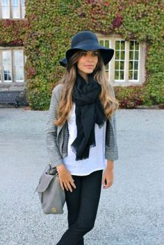 black floppy hat, black scarf, white T, grey cardigan, jeans. floppy hat now please! Outfits With Hats, Fall Outfits, Cute Outfits, Outfit Winter, Outfit Summer, Pretty Outfits, Mode Style, Style Me, Style Blog