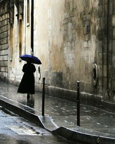 Looks like an emergency trip to the Paris Spy Supply Market. Where's my umbrella? (Walking in the rain, Marais, Paris by Tansy Liverwort. Walking In The Rain, Singing In The Rain, Rainy Night, Rainy Days, Rainy Mood, Night Rain, Street Photography, Art Photography, Arte Black