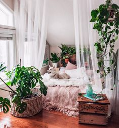 home decor habitacion Creative Bohemian Bedroom Decor Ideas 17 Bohemian Bedroom Decor, Bedroom Inspo, Home Decor Bedroom, Living Room Decor, Bedroom Ideas, Modern Bedroom, Contemporary Bedroom, Bedroom Designs, Bohemian Curtains