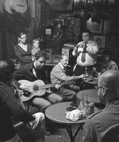 Barcelona...can quimet, enfrente del cine bosque, el bar de las guitarras...29-03-2013...