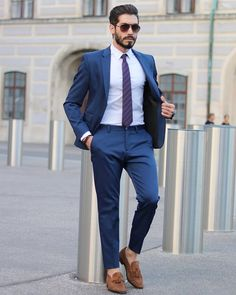 """bows-n-ties: """"Charming suit and tie combo in blues. Blue Blazer Outfit Men, Blazer Outfits Men, Outfits Hombre, Men's Outfits, Mens Fashion Suits, Mens Suits, Men's Fashion, Street Fashion, Fashion Shoes"""