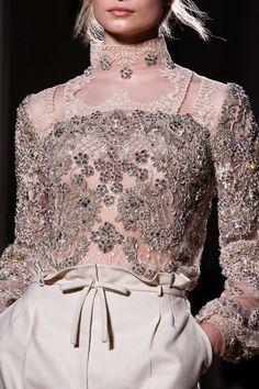 Valentino Alta Moda Primavera/Estate Just, perfection. Haute Couture Style, Couture Mode, Couture Details, Fashion Details, Couture Fashion, Runway Fashion, High Fashion, Fashion Show, Womens Fashion