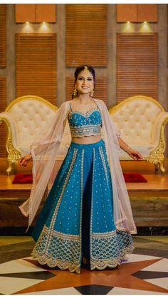Party Wear Indian Dresses, Designer Party Wear Dresses, Indian Bridal Outfits, Dress Indian Style, Indian Gowns, Indian Fashion Dresses, Indian Designer Outfits, Indian Wear, Indian Attire