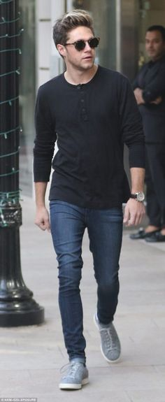 | ONE DIRECTION NIALL HORAN OUT XMAS SHOPPING IN BEVERLEY HILLS! | http://www.boybands.co.uk