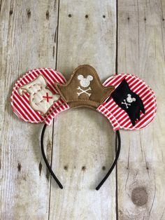 Pirate hat Red and White Strip ears Headgear. Inspired by Mickey Mouse and Disney. Disney Minnie Mouse Ears, Mickey Mouse Ears Headband, Disney Mickey Ears, Micky Ears, Disney Diy, Disney Crafts, Disney Cruise, Disney Stuff, Disney 2017