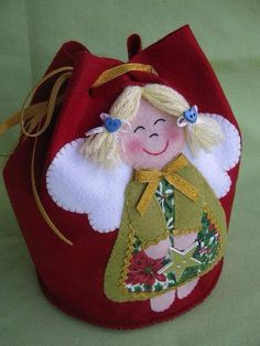 more felt - DIY and Crafts Christmas Favors, Felt Christmas Decorations, Felt Christmas Ornaments, Christmas Stockings, Christmas Diy, Felt Diy, Felt Crafts, Diy And Crafts, Sewing Crafts
