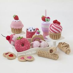 Amigurumi Vegetables and Foods Free Pattern – Free Amigurumi Crochet Patterns! Crochet Cupcake, Crochet Food, Thread Crochet, Crochet For Kids, Crochet Amigurumi Free Patterns, Single Crochet, Crochet Projects, Ravelry, Crafts