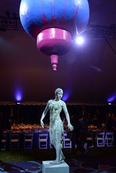 8:35 p.m.: Down to the dinner. Fantastic photo of the centerpiece, a female dancer looking like a statue. [Photo by Steve Eichner]